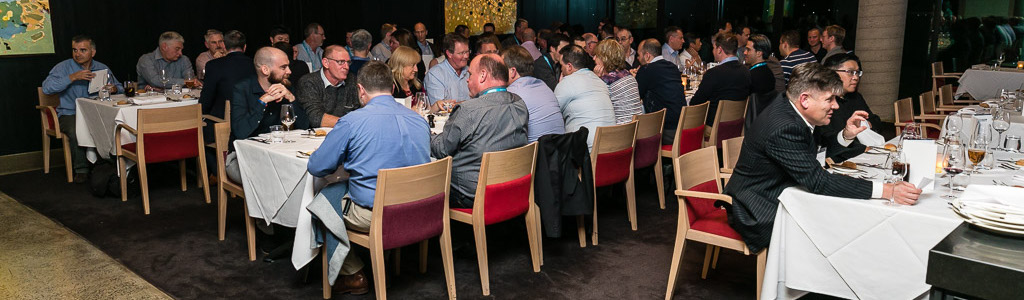 2018 conference attendees networking over dinner